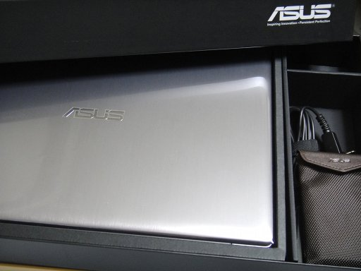 asus-u38n-unbox-1.jpg