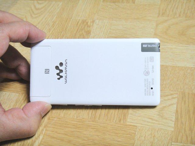 nw-f886-unbox-back.jpg