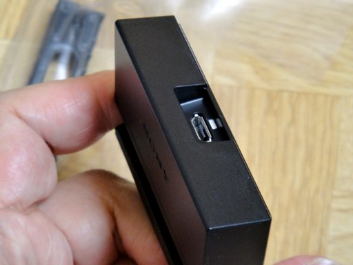 sony-docomo-xperia-z2-desktop-holder.jpg